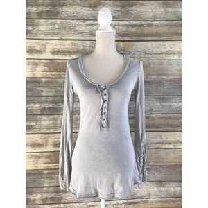[Free People] Distressed Top w/ Lace Sleeve Detail
